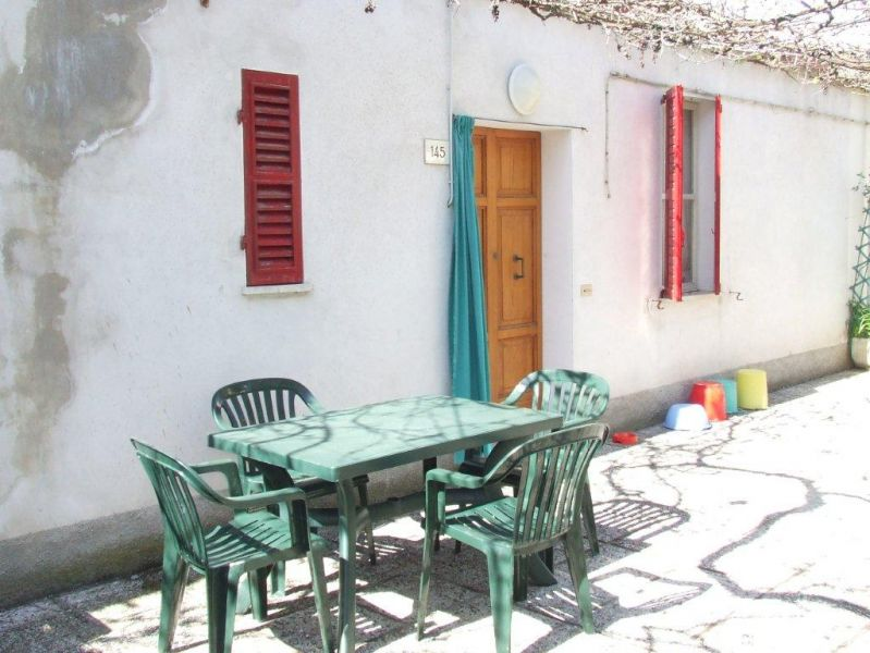 Rif 26 casa vacanze a due camere libera solo maggio for Giardino piastrellato