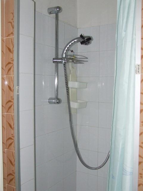 Rif 27 appartamento a marotta for A piedi piani doccia
